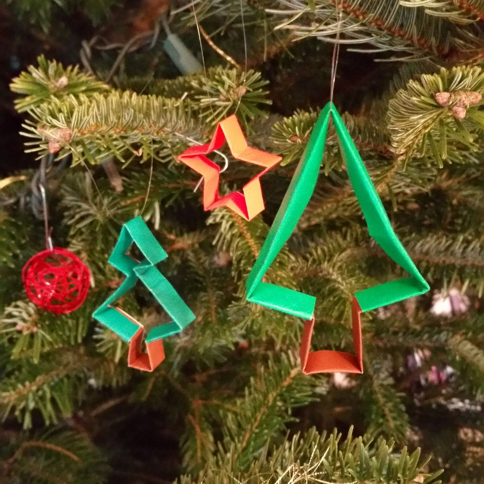 Origami Christmas Ornaments.Origami Ornaments To Decorate The Christmas Tree