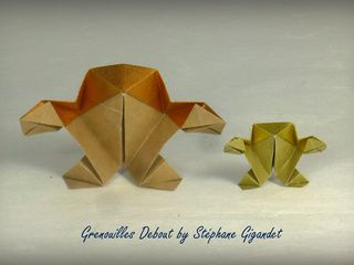 Big and small golden origami frogs